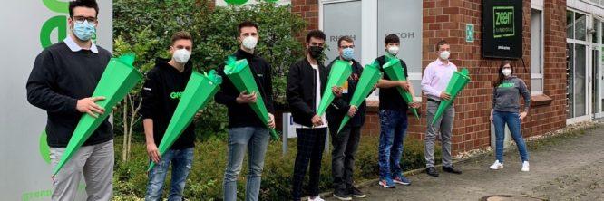 Acht Auszubildende wurden mit prall gefüllten Schultüten begrüßt